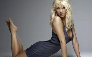 Фото бесплатно блондинка, платье, ноги