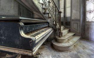 Заставки дом, старый, фортепиано, лестница, перила, грязь, пыль