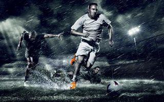 Фото бесплатно футбол, мяч, вода, брызги, фонарь, трава, спорт