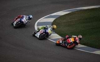 Фото бесплатно гонка, мотоциклы, защита, трек, поворот, скорость, спорт