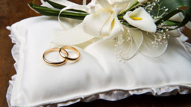 Фото бесплатно кольца, цветы, свадьба