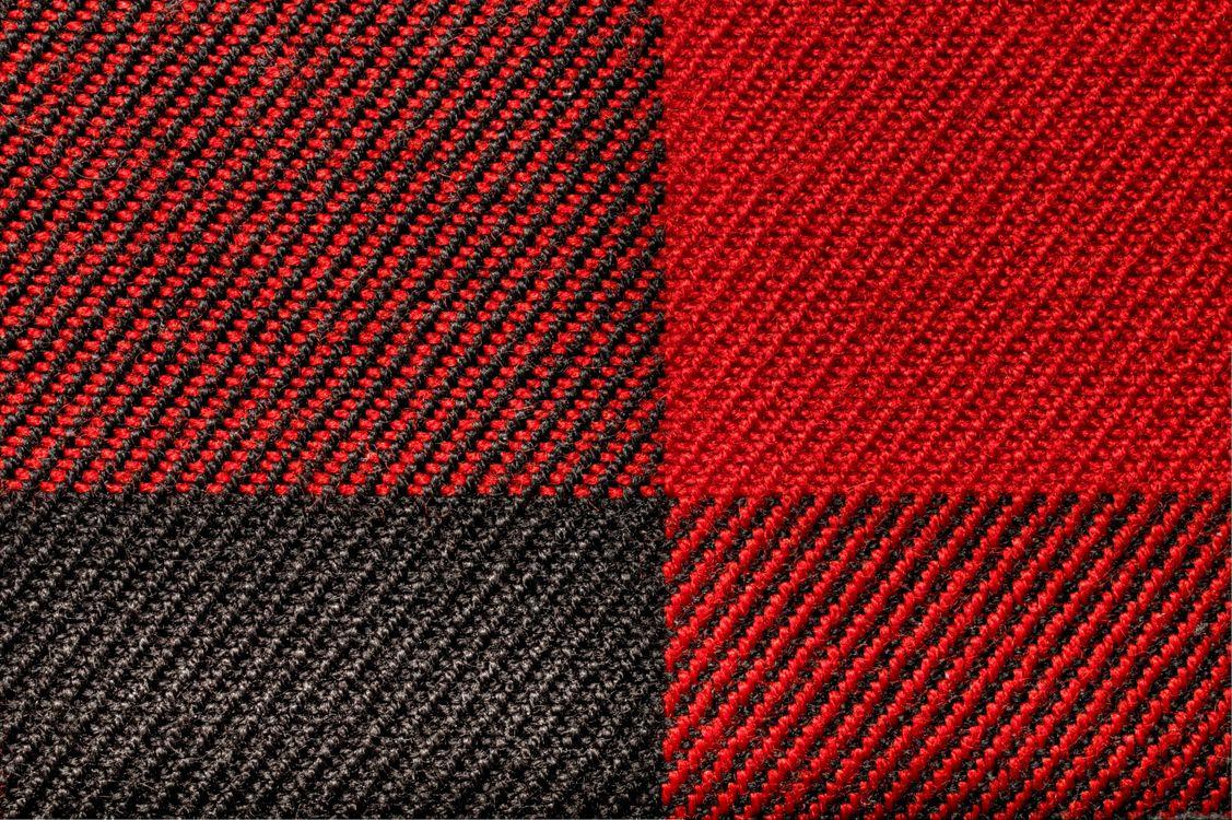 Картинка ковер, ковролин, красный, черный, квадраты, покрытие, заставка, текстуры на рабочий стол. Скачать фото обои текстуры