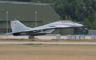 Фото бесплатно самолет, ангар, взлетка