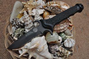 Обои нож, черный, корзина, ракушки, оружие