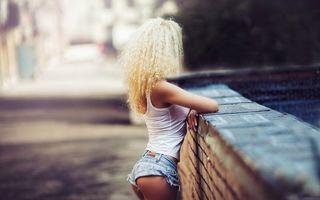 Фото бесплатно блондинка, волосы, майка