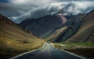 Бесплатные фото дорога,разметка,машина,горы,небо,облака,пейзажи