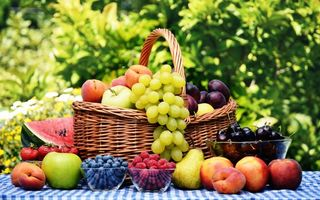 Заставки фрукты, корзина, виноград, яблоки, малина, персик, еда