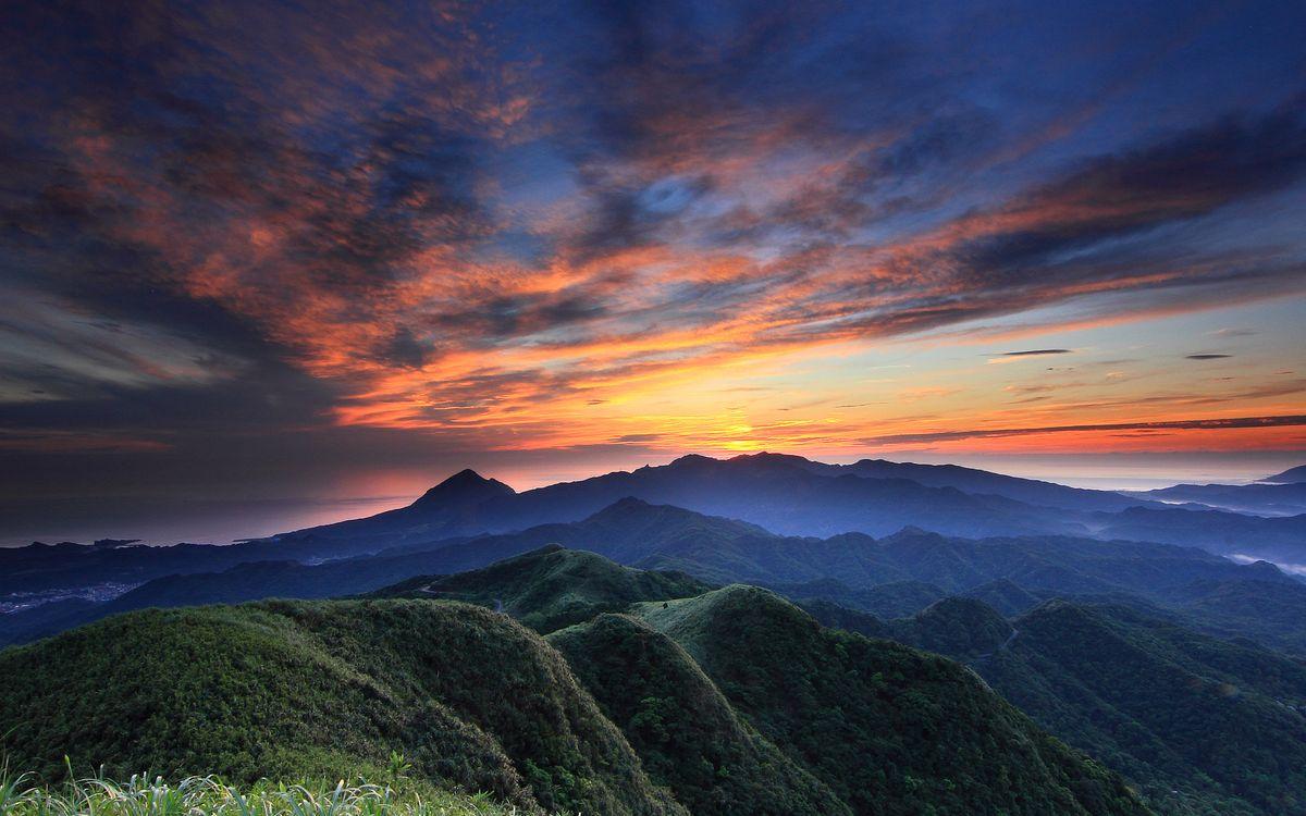 Фото бесплатно горы, небо, солнце, вершины, трава, цветы, пейзажи, природа, природа