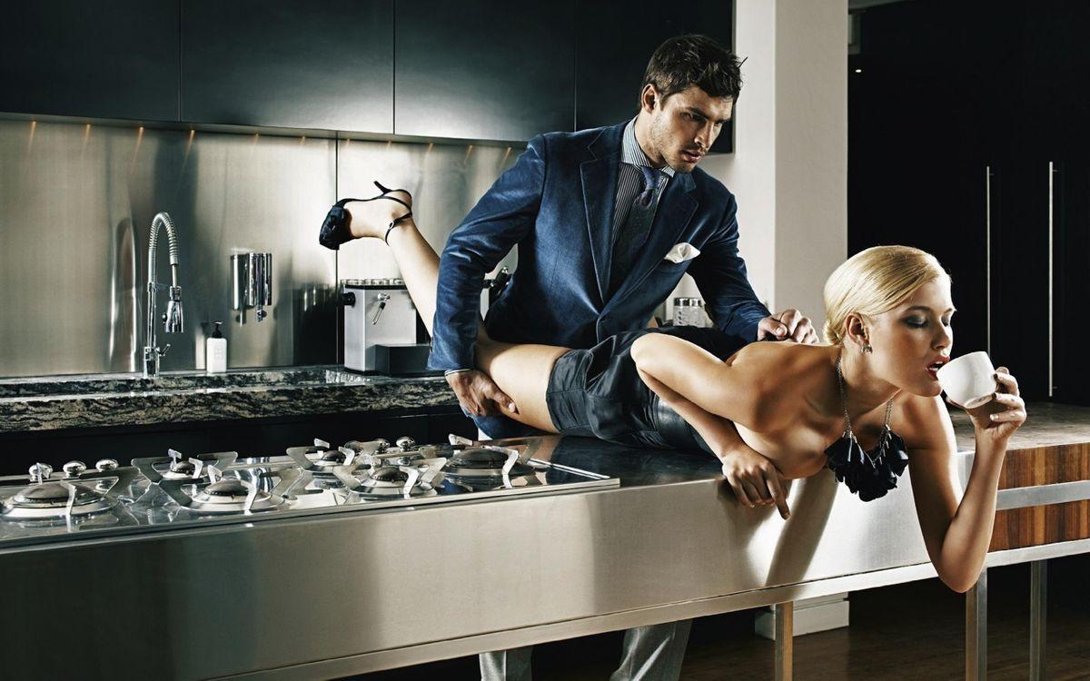Фото бесплатно love, coffee, sex, kitchen, blond, couple, эротика, эротика