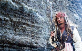 Бесплатные фото джек воробей,пират,сабля,повязка,стена,фильмы