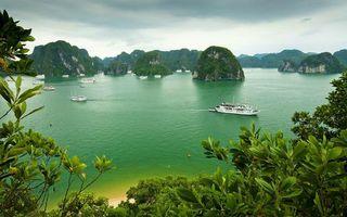 Обои море, горы, корабли, яхты, растительность, небо, пейзажи