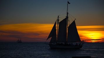 Бесплатные фото парусник, корабль, паруса, вечер, закат, море, сумерки