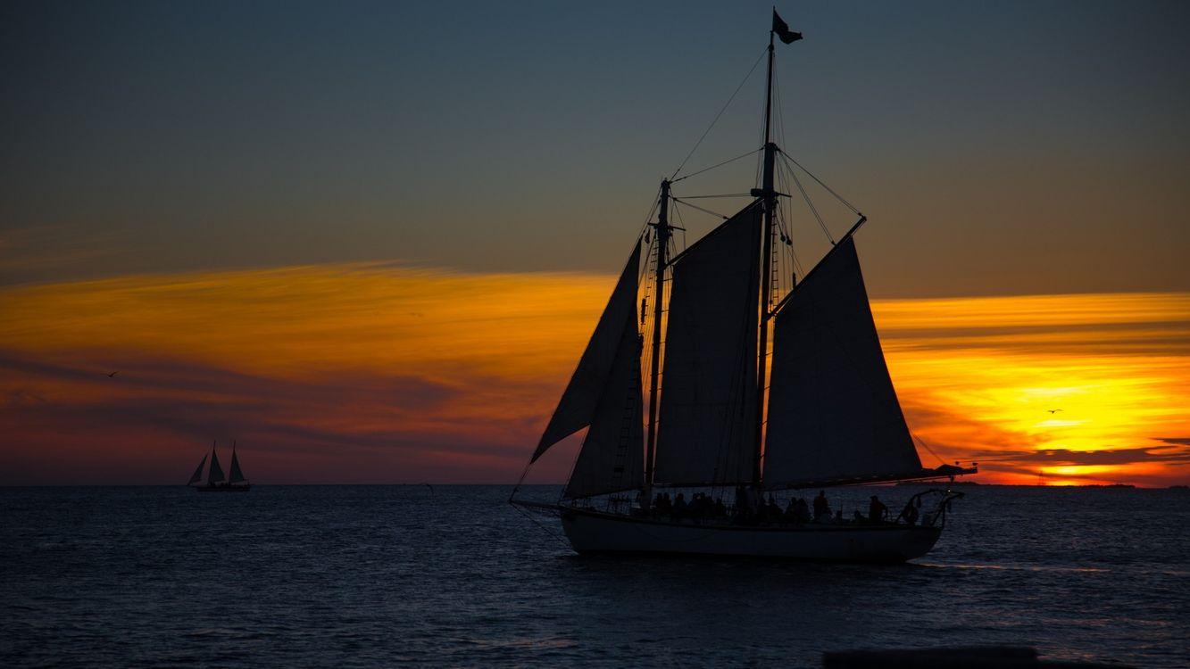 Фото бесплатно парусник, корабль, паруса, вечер, закат, море, сумерки, ситуации, ситуации