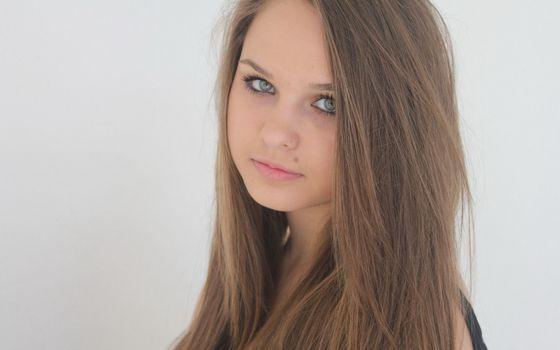 Бесплатные фото русая,глаза,голубые,взгляд,губы,родинка,девушки