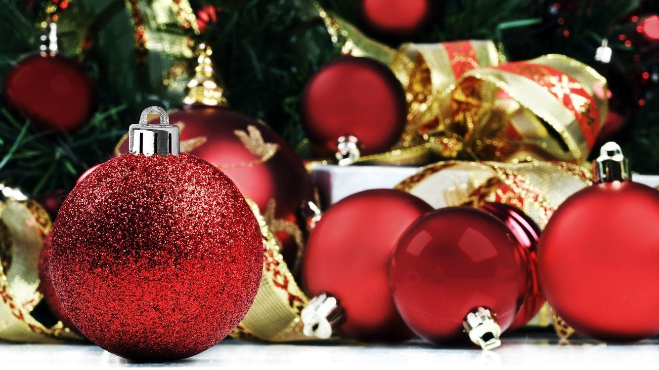 Фото бесплатно шарики, блестки, елка - на рабочий стол