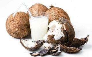 Бесплатные фото стакан,трубочка,кокосовое,молоко,мякоть,скорлупа,напитки