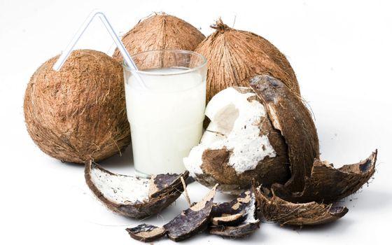 Photo free glass, straw, coconut