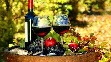 Фото бесплатно вино, бокалы, фрукты, бутылка, гранат, листья, еда