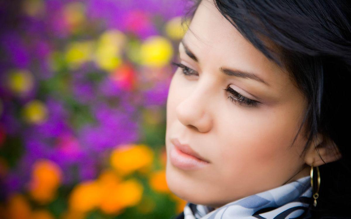 Фото бесплатно взгляд, глаза, губы, волосы, серьги, шарф, девушки, девушки
