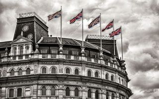 Бесплатные фото здание,флаги,англия,небо,облака,окна,город