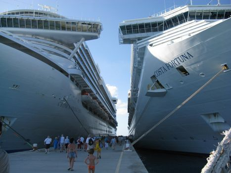 Фото бесплатно лайнер, порт, канаты