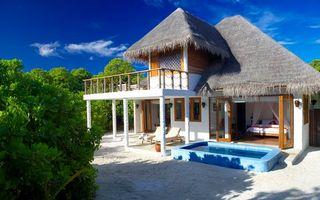Фото бесплатно дом, бассейн, колонны, кровать, песок, кусты, интерьер