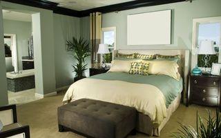 Бесплатные фото спальня, кровать, подушки, пуфик, тумбы, светильники, интерьер