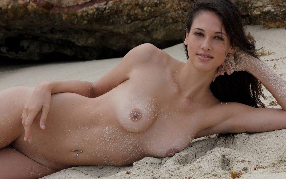 Фото бесплатно девушка, голая, пляж - на рабочий стол