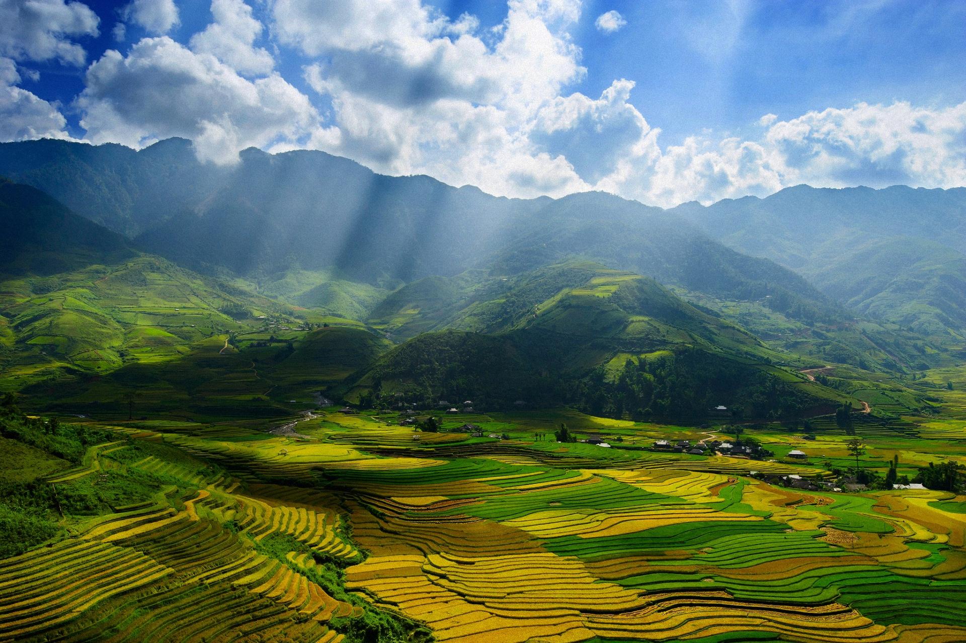 Обои горы, поля, небо, облака