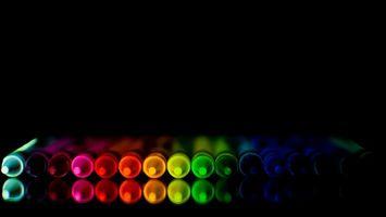 Заставки мелки, карандаши, краски, фон, черный, цвета, радуга