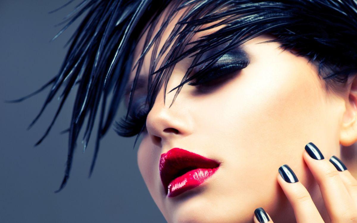 Фото бесплатно стиль, модель, лицо, макияж, маникюр, помада, губы, волосы, девушки, девушки