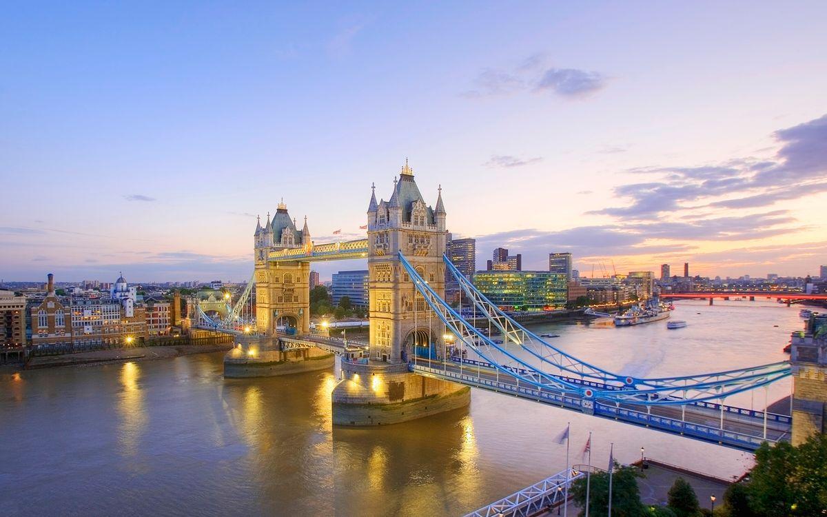 Фото бесплатно мост, фото, река, башни, небо, голубое, волны, вода, дома, улицы, город, город