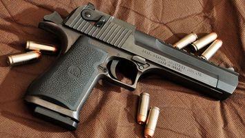 Бесплатные фото пистолет, патроны, пули, прицел, курок, рукоятка, гравировка
