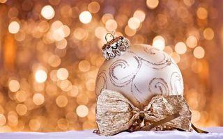 Бесплатные фото шарик,новогодний,свет,блики,фон,бантик,снег