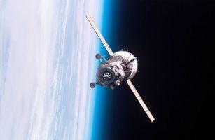 Бесплатные фото спутник,полет,батареи,солнечные,высота,крылья,аппарат