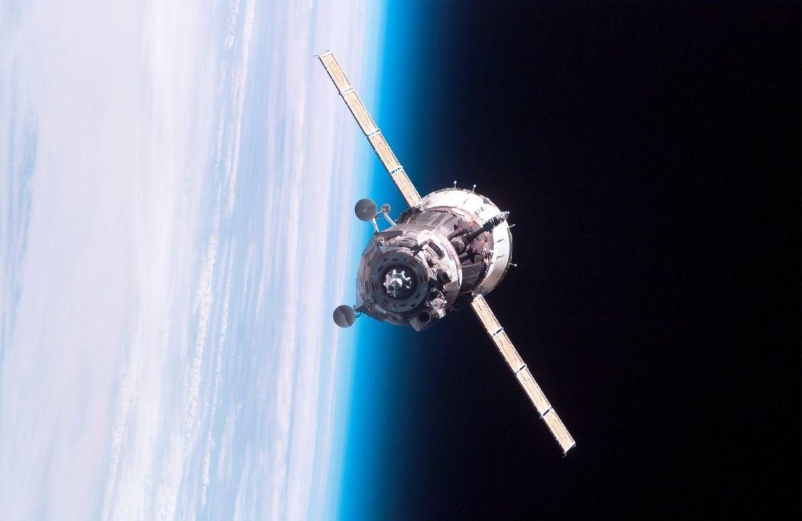 Фото бесплатно спутник, полет, батареи, солнечные, высота, крылья, аппарат, планета, земля, поверхность, космос, космос - скачать на рабочий стол