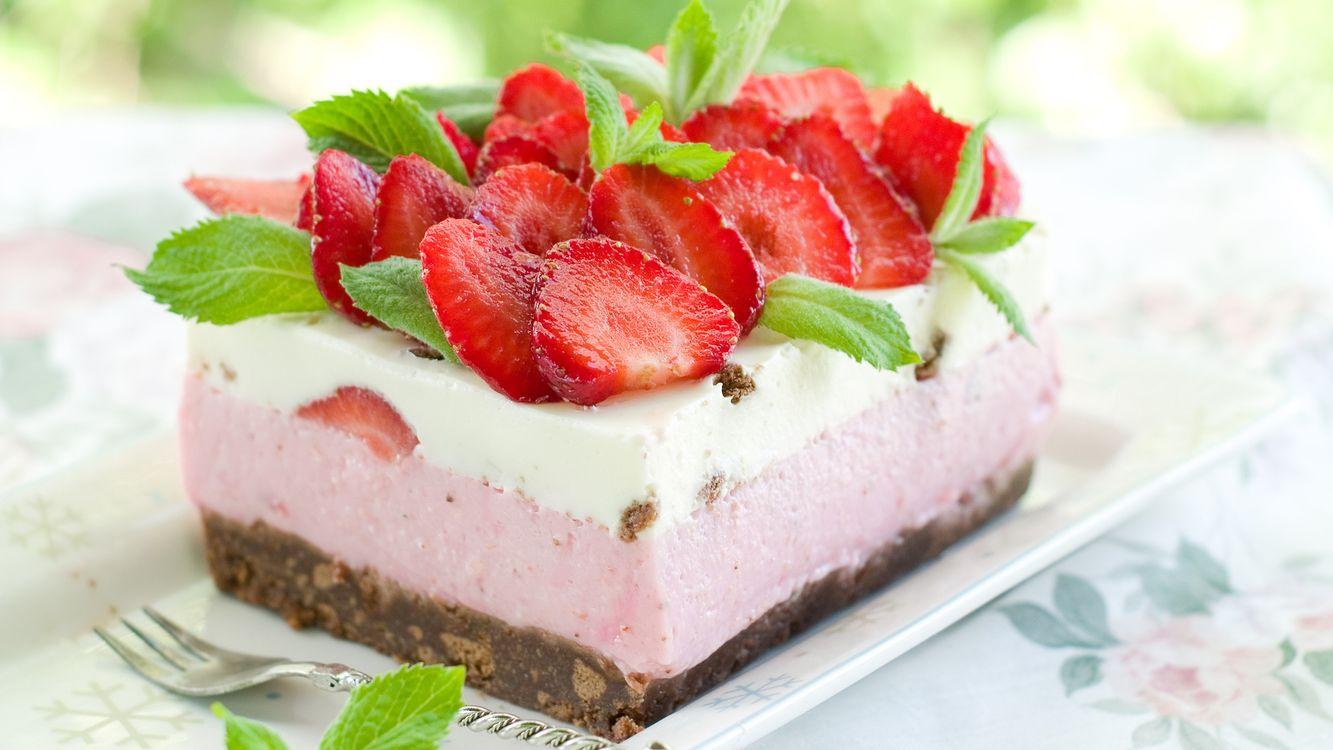 Фото бесплатно торт, клубника, крем, бисквит, вилка, десерт, еда, еда