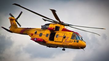 Бесплатные фото вертолет, желтый, лопасти, дверь, небо, тучи, авиация
