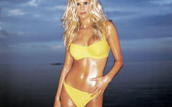 Фото бесплатно блондинка, купальник, желтый