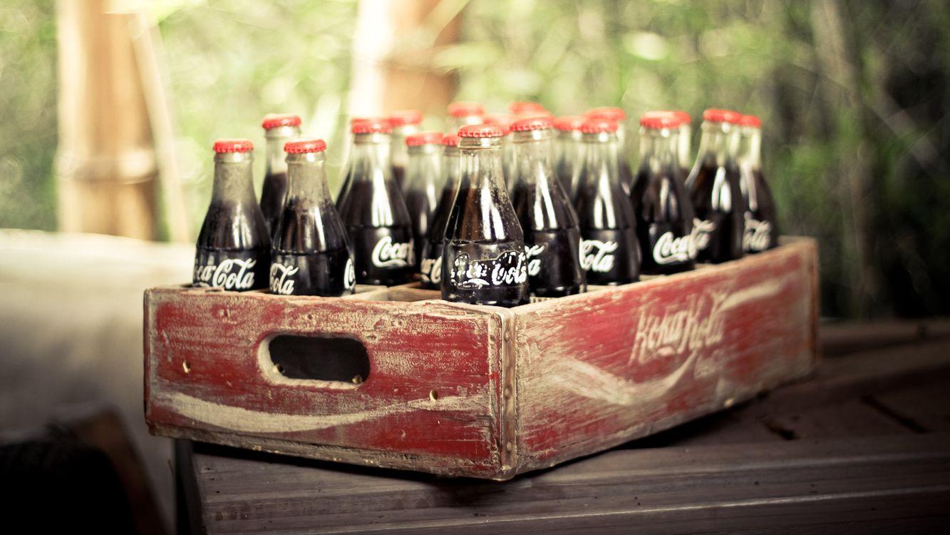 Фото бесплатно кока-кола, газировка, ящик, стол, стекло, крышка, разное, разное