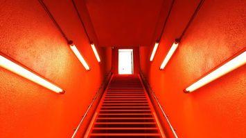 Бесплатные фото лестница,ступеньки,перила,подъем,лампы,свет,красный