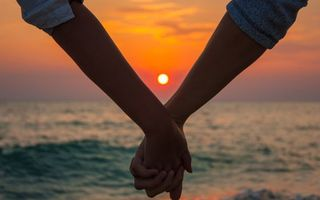 Photo free couple, hands, sunset
