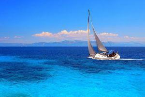 Бесплатные фото пейзаж,море,яхта,парус,облака,горы,горизонт