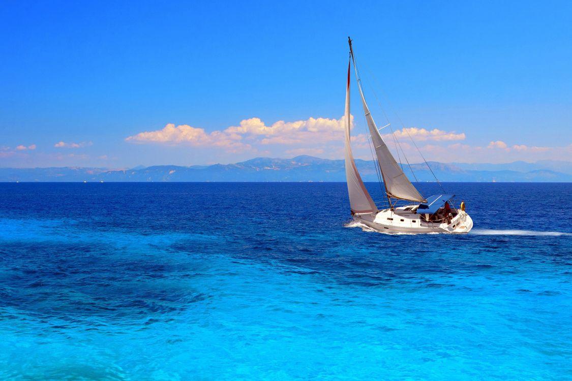 Фото бесплатно пейзаж, море, яхта, парус, облака, горы, горизонт, отдых, пейзажи, пейзажи