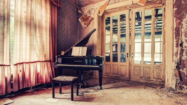 Заставки рояль, старая, комната