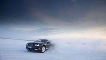 Бесплатные фото bentley,гонка,по льду,на озере,зимой,снег,занос