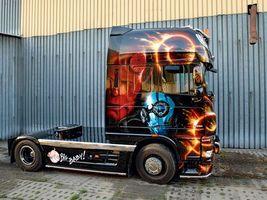 Бесплатные фото тюнинг,грузовик,тягач. стиль,хеллбой,голова,рога,big baby