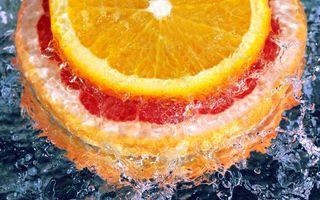 Бесплатные фото апельсин,грейпфрут,цитрусовые,фрукты,дольки,вода,брызги