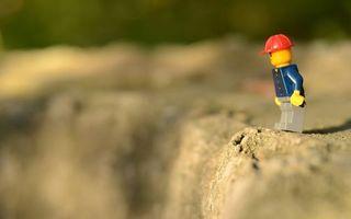 Бесплатные фото игрушка,человек,лего,шлем,каска,конструктор,бетон