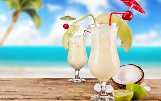 Бесплатные фото коктейль,лайм,кокос,океан,пальма,стол,еда